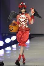 【東京ランウェイ】人気急上昇モデル・玉城ティナ、小悪魔風衣装でキュートに変身