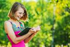 爽快なおもしろさ! アラフォーになったら読むべき、秀逸エッセイ3冊