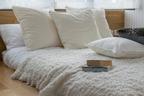 寝室を快眠できる空間に。ベッドサイドに置きたいアイテム3選