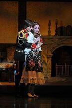 宝塚大劇場、1年の幕開けを飾る花組公演が開幕! 蘭寿とむが見せる愛の形とは?