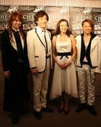 ABBAが作曲を手がけた伝説のミュージカル、日本初演が開幕