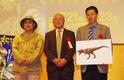 世紀の大発見! 羽毛を持つ恐竜が「恐竜王国2012」で世界初公開に