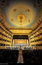 「不死鳥」の名を冠したヴェネツィアの至宝。フェニーチェ歌劇場が、8年ぶりに来日!