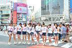 オリジナルTシャツに身を包んだ新生・東京パフォーマンスドールが渋谷の街を練り歩き、PR