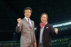 武田鉄矢と前川清が、九州ならではの舞台を博多座で