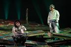 鈴井貴之らが舞台で挑む、命がけのシーソー12台