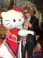 YOSHIKI、キティちゃんの40周年を祝福!