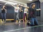劇団「柿喰う客」1年半ぶりの新作本公演が開幕
