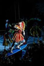 猿之助、宙乗り800回達成!歌舞伎版『ワンピース』