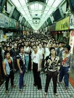 映画『モンガに散る』本編映像が公開。本物の極道700人が大乱闘!