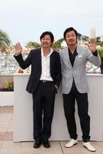 再タッグのハ・ジョンウ&キム・ユンソクが映画『哀しき獣』を語る