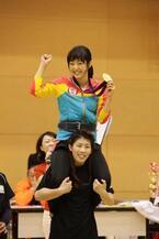 井上真央が霊長類最強の吉田選手に綱引きで「勝っちゃった!」