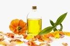 毎日スプーン1~2杯飲むと便秘も改善!椿油の意外な健康効果