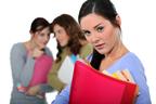 社内では絶対にやめて!陰口が及ぼす仕事への悪影響レベルが判明