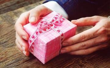 チョコ以外に何贈る? バレンタインのプレゼントまとめ