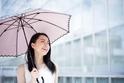色や素材で効果が違う!? 正しい日傘の選び方まとめ