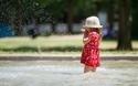 暑い日は子どもも大喜び! 水遊びの持ち物と注意まとめ