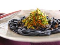 見た目にびっくり!インパクト大な黒いレシピ
