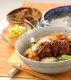 チキンカツ丼・ゴマ風味の献立