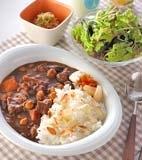 ビーフと豆のカレーの献立