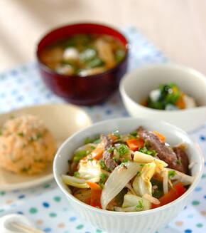 野菜とカルビの炒め丼の献立