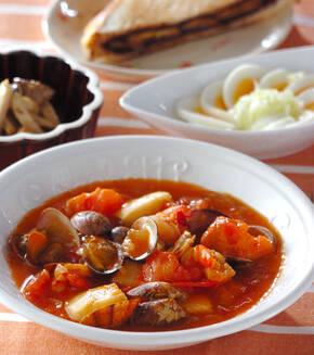 トマトと魚介のチリソース煮の献立