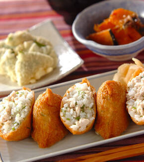 鶏そぼろ入りいなり寿司の献立