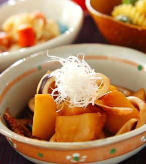 イカとジャガイモのシンプル煮の献立