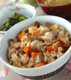 鶏肉の炊き込みご飯の献立