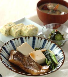 鯛と豆腐の煮付けの献立