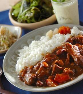 牛肉と豆のカレーの献立