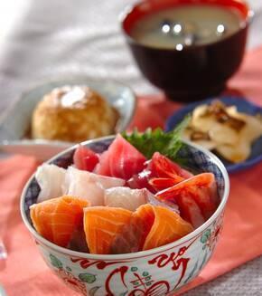 絶品すし飯の海鮮丼の献立