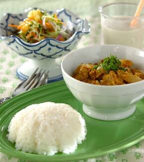 タイ風カニと卵のカレーの献立