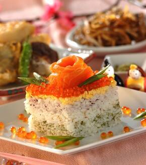 ひな祭りのデコレーション寿司の献立