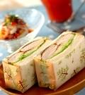 「チキンのローズマリーソテーのサンドイッチ」の献立
