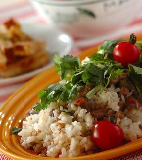 ナスとひき肉のエスニック混ぜご飯の献立