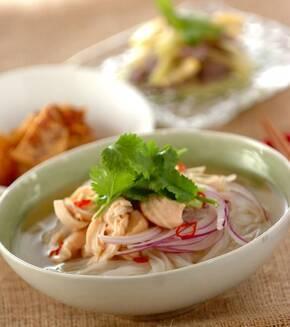 ベトナムの麺 フォー・ガーの献立