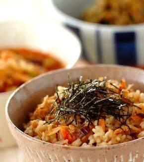 鍋で炊く乾物の旨み炊き込みご飯の献立