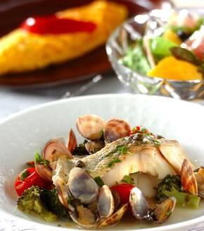 白身魚とアサリのワイン蒸しの献立