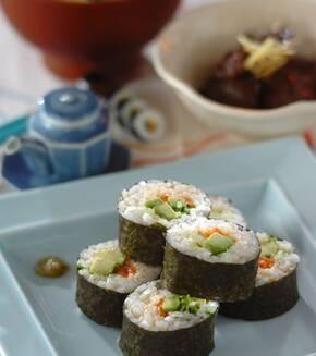 サーモンとアボカドの巻き寿司の献立