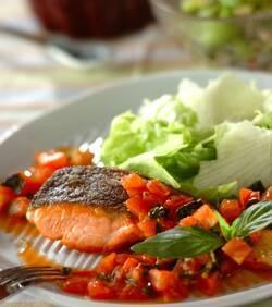 鮭のソテーバジルトマトソース