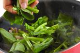 お肉とホウレン草の炒め物の作り方2