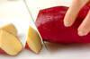 サツマイモと天かすのみそ汁の作り方の手順1