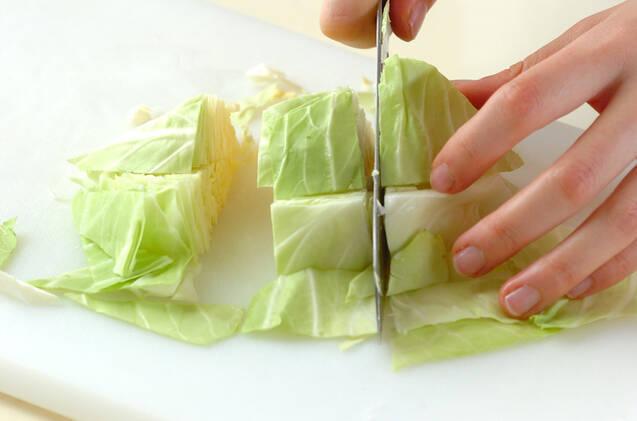 キャベツのカレートロミ煮の作り方の手順1