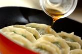 たっぷりニラ入り焼き餃子の作り方5
