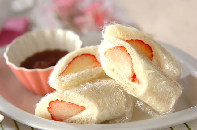 イチゴでフルーツロールサンド