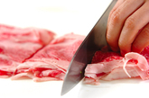 牛肉とモヤシのスープ煮の下準備1