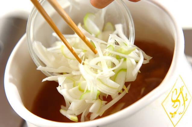 鶏と白ネギのスープの作り方の手順4