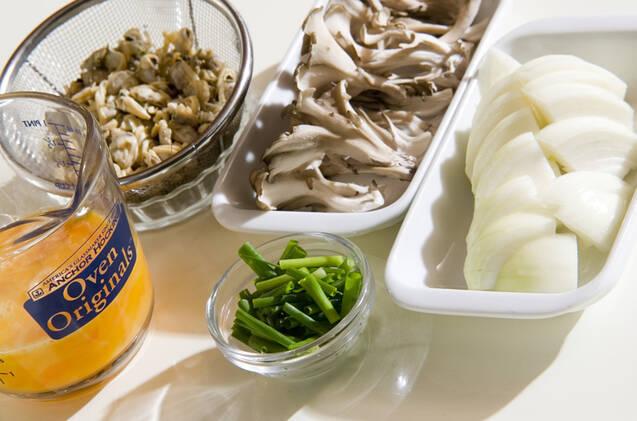 アサリとマイタケの卵とじの作り方の手順1