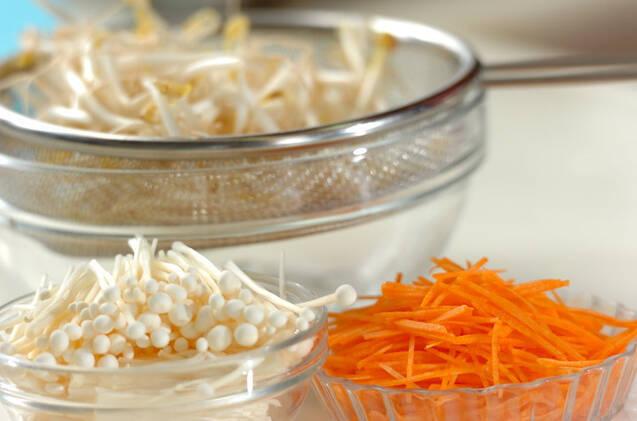 モヤシの卵焼きの作り方の手順1